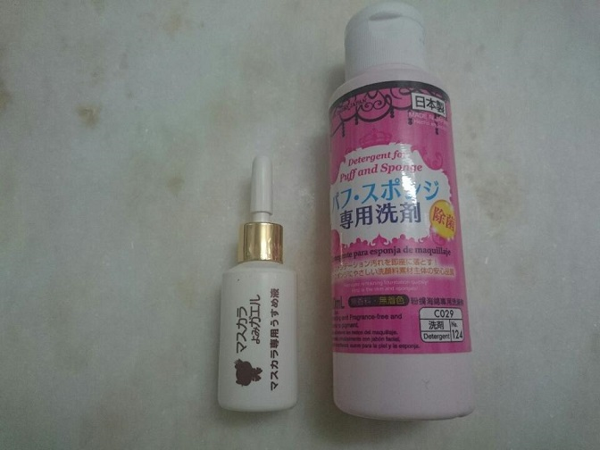 Right-make-up sponge detergent, Left-Diluting liquid for mascara